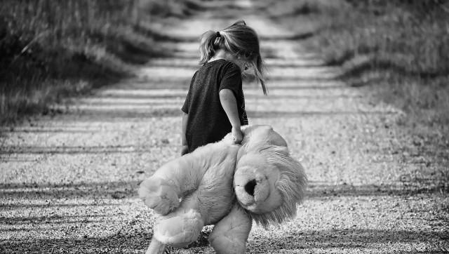 Kako prenašamo travme na svoje otroke?